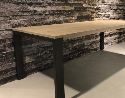 Eetkamertafel Delft, eetkamertafel, tafel, eiken blad, eikenhout, Zwart metalen poot, poot