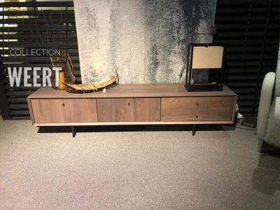Tv-dressoir Hilversum met 2 deuren en 2 laden in rustiek noten met metalen poot