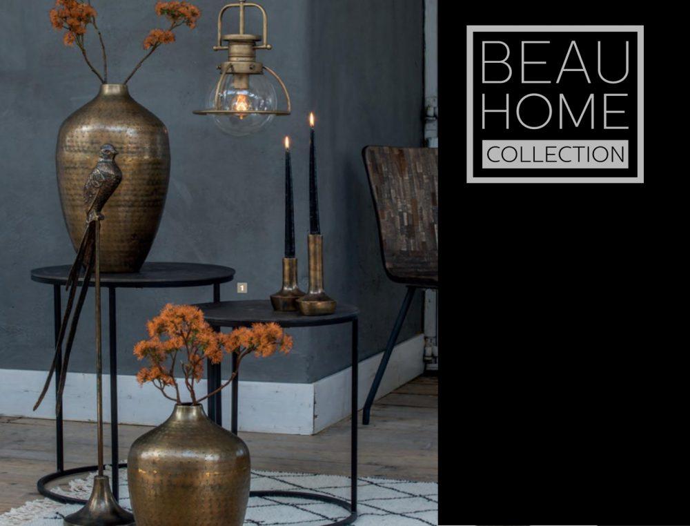 Bijzettafels met vasen en kleine accessoires