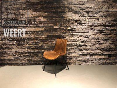 Eetkamerstoel Zutphen zonder arm in cognac microvezel stof met verticale stik op zwart metalen vierkante poten