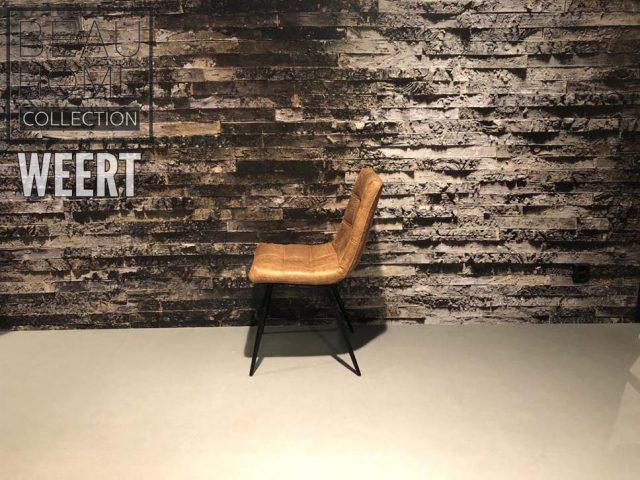 Eetkamerstoel Den Helder zonder arm in een cognac stoffen kleur op zwart metalen poten met een carré sierstikking