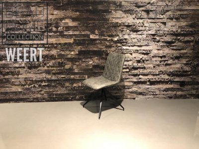 Eetkamerstoel Delft zonder arm op zwart metalen spinpoot in een licht grijs, taupe microleder stof met ruitjes stiknaad
