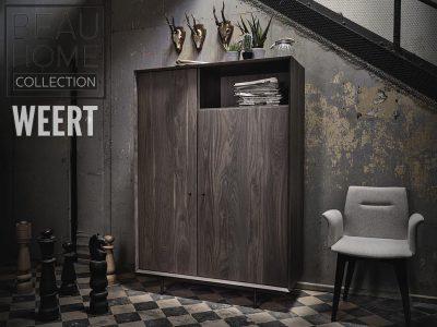Opbergkast Hilversum fabrieks foto in noten hout in een donker bruine kleur op een zwart metalen frame met 2 deuren en 1 open vak