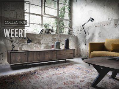 Tv-dressoir Hilversum fabrieksfoto in noten hout in een donker bruine kleur op een zwart metalen onderstel met 2 deuren en 2 laden