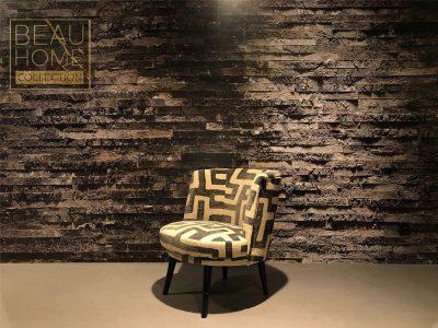 Schuin-aanzicht-cocktail-stoel-zwart-beige-op-houten-onderstel