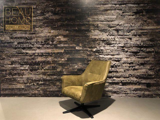 Schuin-aanzicht-leren-groene-fauteuil-met-een-zwarten-ijzeren-draaipoot