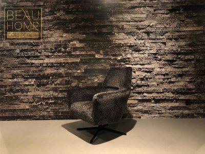 Schuin-aanzicht-panterprint-fauteuil-met-zwarte-draai-poot