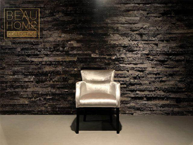 Voor-aanzicht-zilveren-velvet-stoel-met-armleuning-op-zwart-houten-onderstel-(2)