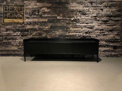 Voor-aanzicht-zwarte-houten-tv-dressior-met-3-duw-duren