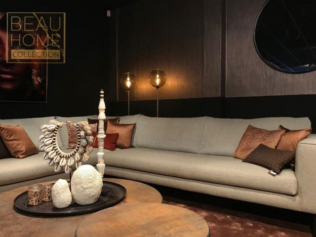 Licht grijze hoekbank luxere living side